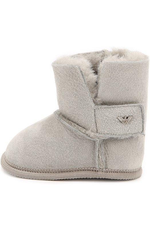 Замшевые пинетки с внутренней отделкой из овчины Giorgio ArmaniОбувь<br>Серые пинетки из мягкой и гладкой замши вошли в коллекцию сезона осень-зима 2016 года. Густой овечий мех хорошо сохраняет тепло и пропускает воздух, поэтому ноги не замерзнут и не вспотеют. Утепленная модель дополнена сбоку клапаном с застежкой велькро.<br><br>Российский размер RU: 19<br>Пол: Женский<br>Возраст: Для малышей<br>Размер производителя vendor: 19<br>Материал: Замша натуральная: 100%; Подошва-замша: 100%; Стелька-овчина: 100%;<br>Цвет: Серый
