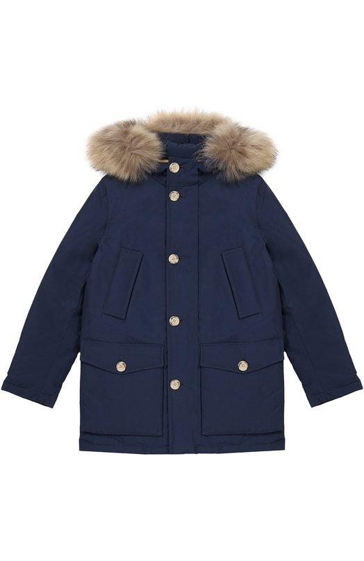 Пуховая парка с меховой отделкой капюшона WoolrichВерхняя одежда<br>Синяя парка вошла в осенне-зимнюю коллекцию 2016 года. Модель произведена из запатентованной ткани на основе из плотного хлопка и прочного текстиля со специальным тефлоновым покрытием. Благодаря такой обработке изделие хорошо сохраняет тепло, становится устойчивым к экстремальным погодным условиям.<br><br>Размер Years: 10<br>Пол: Мужской<br>Возраст: Детский<br>Размер производителя vendor: 140-146cm<br>Материал: Пух: 70%; Хлопок: 60%; Полиамид: 40%; Перо: 30%; Отделка мех нат.: 100%; Подкладка-полиамид: 100%;<br>Цвет: Синий