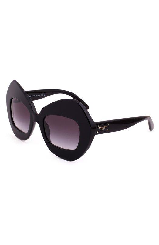 Солнцезащитные очки Dolce &amp; GabbanaОчки<br>Солнцезащитные очки в массивной фигурной оправе из черного ацетата вошли в коллекцию сезона осень-зима 2016 года. Аксессуар дополнен фиолетовыми градиентными стеклами с максимальным затемнением и антиабразивным покрытием. Дужки украшены пластиной с позолоченными заклепками и логотипом марки.<br><br>Российский размер RU: 51<br>Пол: Женский<br>Возраст: Взрослый<br>Размер производителя vendor: 51<br>Цвет: Черный