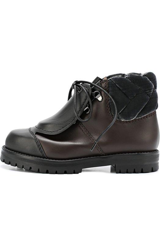 Кожаные ботинки со скрытой шнуровкой Marco de VincenzoБотинки<br>Марко де Винченцо выбрал для создания ботинок на широкой подошве с противоскользящим протектором комбинацию черной и коричневой гладкой матовой кожи. Модель из осенне-зимней коллекции 2016 года дополнена задником из стеганого прочного бархата. Цельнокроеная с союзкой накладка скрывает шнуровку.<br><br>Российский размер RU: 38<br>Пол: Женский<br>Возраст: Взрослый<br>Размер производителя vendor: 38<br>Материал: Кожа натуральная: 100%; Стелька-кожа: 100%; Подошва-резина: 100%; Отделка-текстиль: 100%;<br>Цвет: Черный