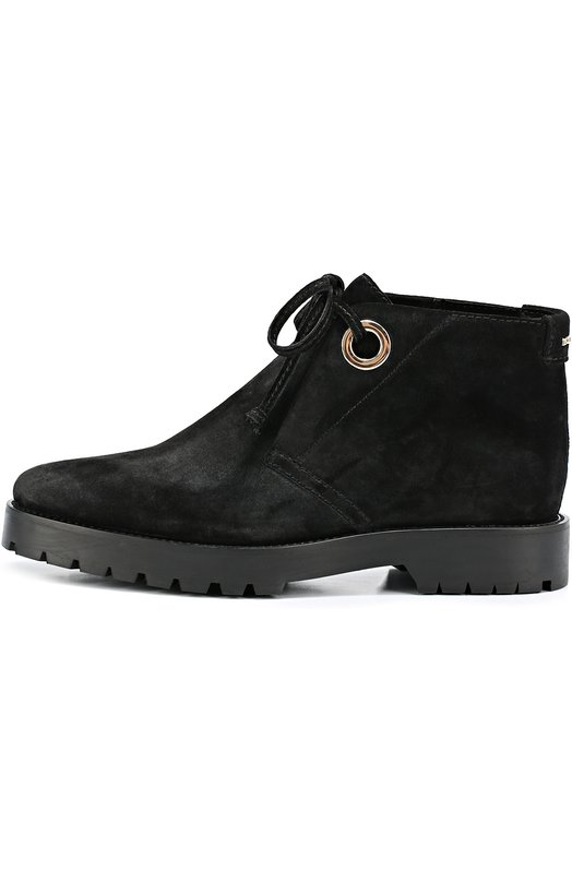 Замшевые ботинки на шнуровке BurberryБотинки<br>Черные ботинки на широкой подошве с противоскользящим протектором сшиты из прочной бархатистой замши. Модель из коллекции сезона осень-зима 2016 украшена металлическим логотипом бренда, основанного Томасом Берберри. Высота подъема регулируется шнурком, продетым в крупные позолоченные люверсы.<br><br>Российский размер RU: 35<br>Пол: Женский<br>Возраст: Взрослый<br>Размер производителя vendor: 35<br>Материал: Стелька-кожа: 100%; Подошва-резина: 100%; Замша натуральная: 100%;<br>Цвет: Черный