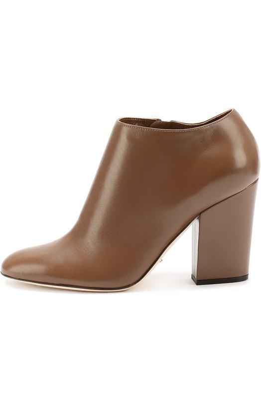 Кожаные ботильоны на устойчивом каблуке Sergio RossiБотильоны<br>Дизайнеры марки, основанной Серджио Росси, включили коричневые ботильоны с зауженным мысом в коллекцию сезона осень-зима 2016 года. Модель на высоком устойчивом каблуке сшита из гладкой матовой кожи. Обувь застегивается на боковую молнию.<br><br>Российский размер RU: 39<br>Пол: Женский<br>Возраст: Взрослый<br>Размер производителя vendor: 39<br>Материал: Кожа натуральная: 100%; Стелька-кожа: 100%; Подошва-кожа: 100%;<br>Цвет: Коричневый