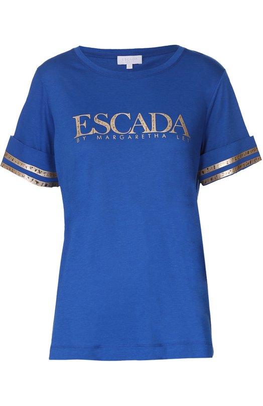 Топ прямого кроя с контрастной отделкой Escada SportТопы<br>Синяя футболка прямого кроя вошла в коллекцию сезона осень-зима 2016 года. Для создания изделия мастера марки использовали мягкую ткань из смеси вискозы и хлопка. В качестве декора использован золотистый принт в виде логотипа марки на груди и двух полос на отворотах рукавов.<br><br>Российский размер RU: 52<br>Пол: Женский<br>Возраст: Взрослый<br>Размер производителя vendor: XL<br>Материал: Хлопок: 50%; Вискоза: 50%;<br>Цвет: Синий