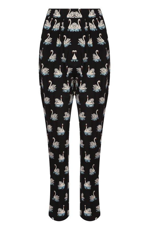 Шелковые брюки с завышенной талией и принтом в виде лебедей Stella McCartneyБрюки<br>Стелла Маккартни выбрала для изготовления черных брюк с эластичным поясом и двумя боковыми карманами гладкий шелк с принтом в виде белых лебедей. Модель вошла в осенне-зимнюю коллекцию 2016 года. Наши стилисты советуют носить с белыми кедами, блузой в тон и бордовой сумкой.<br><br>Российский размер RU: 44<br>Пол: Женский<br>Возраст: Взрослый<br>Размер производителя vendor: 36<br>Материал: Шелк: 100%;<br>Цвет: Черный