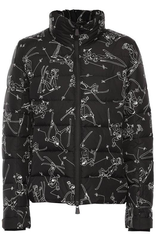 Стеганый пуховик с принтом и воротником-стойкой MonclerКуртки<br>Черная стеганая куртка вошла в коллекцию сезона осень-зима 2016 года. Пуховик с воротником-стойкой сшит из прочного текстиля с принтом в виде лыжников. Длинные рукава, регулируемые по ширине ремешком с застежкой велькро, дополнены трикотажными манжетами.<br><br>Российский размер RU: 46<br>Пол: Мужской<br>Возраст: Взрослый<br>Размер производителя vendor: 2<br>Материал: Пух: 90%; Полиамид: 100%; Подкладка-полиамид: 100%; Перо: 10%;<br>Цвет: Черный