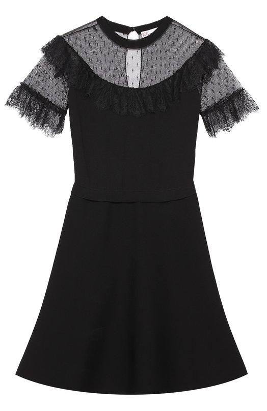 Приталенное мини-платье с кружевной отделкой REDVALENTINOПлатья<br>Черное мини-платье с расклешенным подолом вошло в осенне-зимнюю коллекцию бренда, основанного Валентино Гаравани. Приталенная модель сшита из гладкого вискозного джерси. Кокетка и короткие рукава из тонкого тюля пуэн-деспри отделаны широким кружевом.<br><br>Российский размер RU: 40<br>Пол: Женский<br>Возраст: Взрослый<br>Размер производителя vendor: XS<br>Материал: Вискоза: 75%; Полиамид: 25%;<br>Цвет: Черный