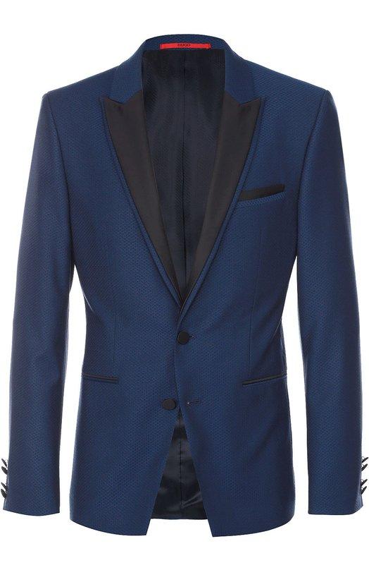 Шерстяной приталенный пиджак с контрастными лацканами HUGOПиджаки<br>В весенне-летнюю коллекцию 2016 года вошел синий приталенный пиджак с заостренными лацканами, отделанными черным текстилем. Таким же материалом отделаны края нагрудного и двух боковых карманов. Модель сшита из тонкой и мягкой шерсти Virgin, которую состригают или вычесывают с ягненка при линьке.<br><br>Российский размер RU: 48<br>Пол: Мужской<br>Возраст: Взрослый<br>Размер производителя vendor: 46<br>Материал: Шерсть: 100%;<br>Цвет: Синий