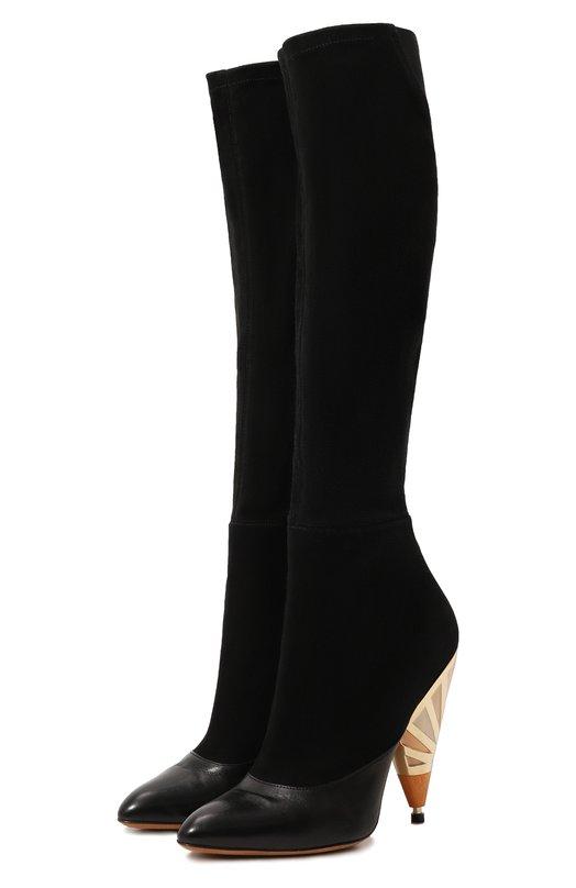 Комбинированные сапоги на декорированном каблуке GivenchyСапоги<br>Черные сапоги из осенне-зимней коллекции бренда, основанного Юбером Живанши, сшиты из комбинации матовой кожи и прочной замши. Модель с облегающим голенищем застегивается на боковую молнию. Сужающийся к низу каблук декорирован позолоченной вставкой.<br><br>Российский размер RU: 37<br>Пол: Женский<br>Возраст: Взрослый<br>Размер производителя vendor: 37<br>Материал: Кожа натуральная: 100%; Стелька-кожа: 100%; Подошва-кожа: 100%; Замша натуральная: 100%;<br>Цвет: Черный