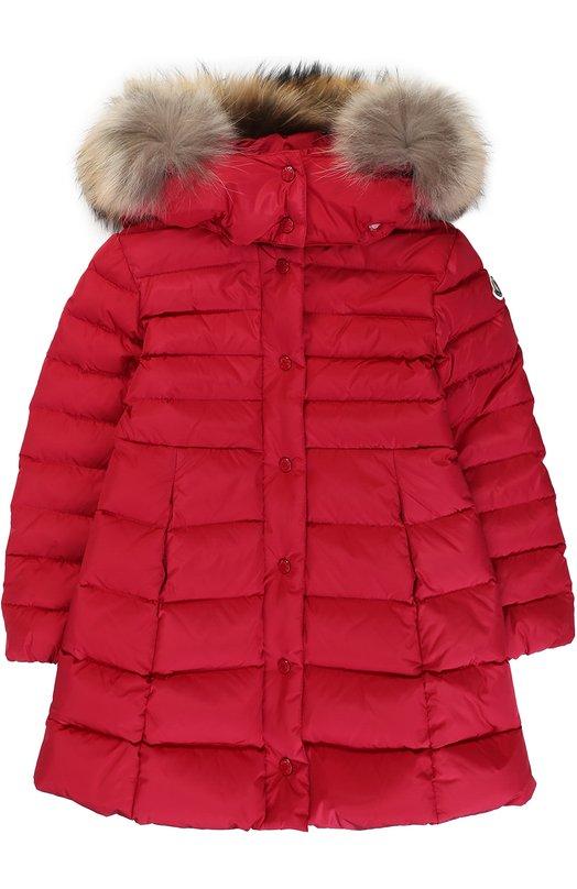 Купить Пуховое пальто с капюшоном и меховой отделкой Moncler Enfant, C2-954-49392-25-54155/4-6A, Молдова, Красный, Пух: 90%; Отделка мех./енот/: 100%; Полиамид: 100%; Подкладка-полиамид: 100%; Отделка мех нат.: 100%; Перо: 10%;