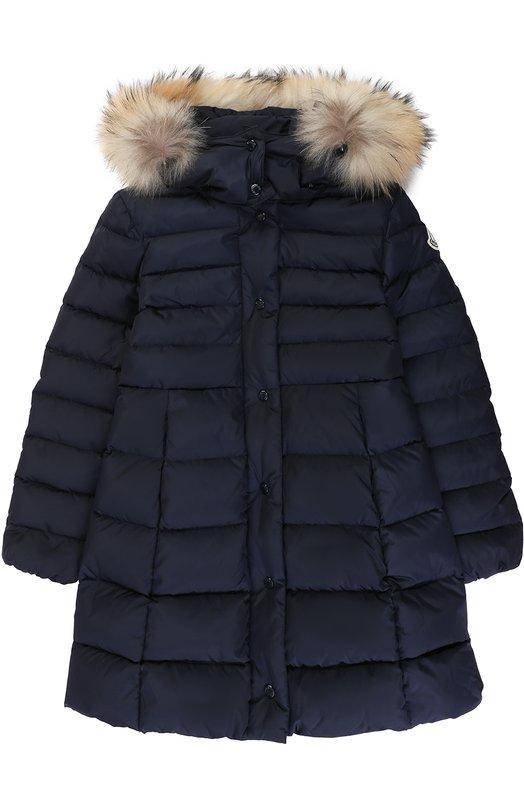 Купить Пуховое пальто с капюшоном и меховой отделкой Moncler Enfant, C2-954-49392-25-54155/8-10A, Молдова, Синий, Пух: 90%; Отделка мех./енот/: 100%; Полиамид: 100%; Подкладка-полиамид: 100%; Отделка мех нат.: 100%; Перо: 10%;