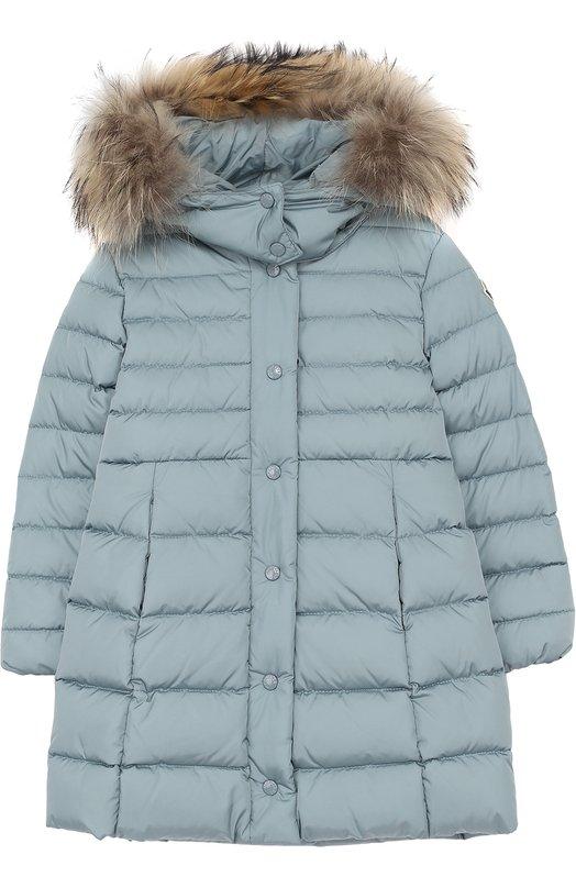 Купить Пуховое пальто с меховой отделкой на капюшоне Moncler Enfant, C2-954-49392-25-54155/4-6A, Молдова, Голубой, Пух: 90%; Отделка мех./енот/: 100%; Полиамид: 100%; Подкладка-полиамид: 100%; Отделка мех нат.: 100%; Перо: 10%;