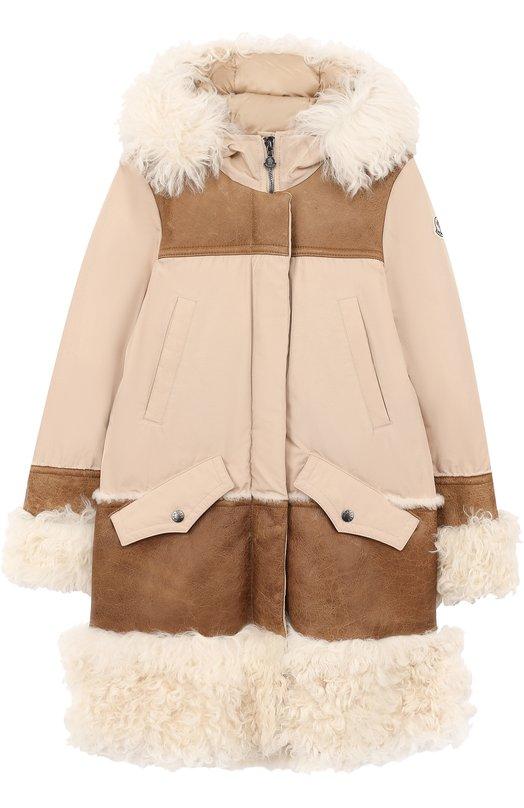 Купить Пуховое пальто с капюшоном и меховой отделкой Moncler Enfant, C2-954-49903-15-57136/12-14A, Венгрия, Светло-розовый, Пух: 90%; Полиэстер: 70%; Хлопок: 30%; Отделка мех./овчина/: 100%; Подкладка-полиамид: 100%; Перо: 10%;