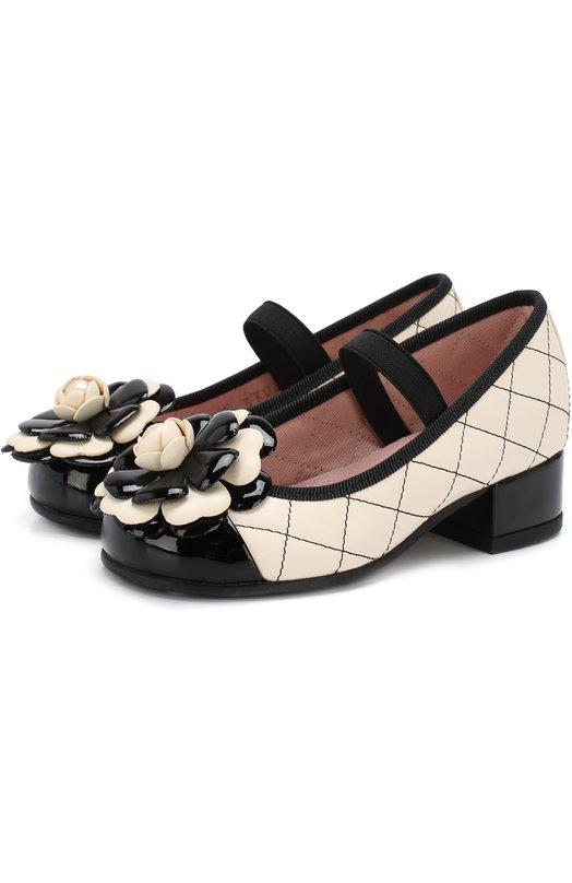 Купить Кожаные туфли с цветочной аппликацией и прострочкой Pretty Ballerinas, 44.095/9.033/SHADE/C0T0N, Испания, Черный, Кожа натуральная: 90%; Стелька-кожа: 100%; Подошва-резина: 100%; Текстиль: 10%;